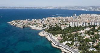 La corniche Kennedy qui s'étend le long de Marseille