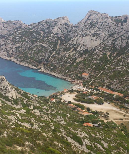 Vue de la calanque de Sormiou depuis les hauteurs de Marseille