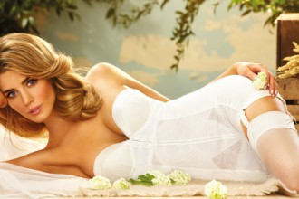 Trouvez votre lingerie de mariage grande taille sur Lemon Curve