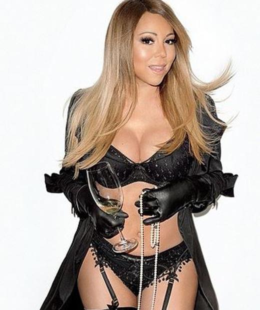 Mariah Carey en parure de lingerie noire