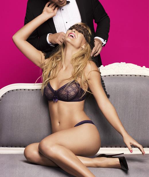 Bar Rafaeli pose en lingerie de fête pour Passionata