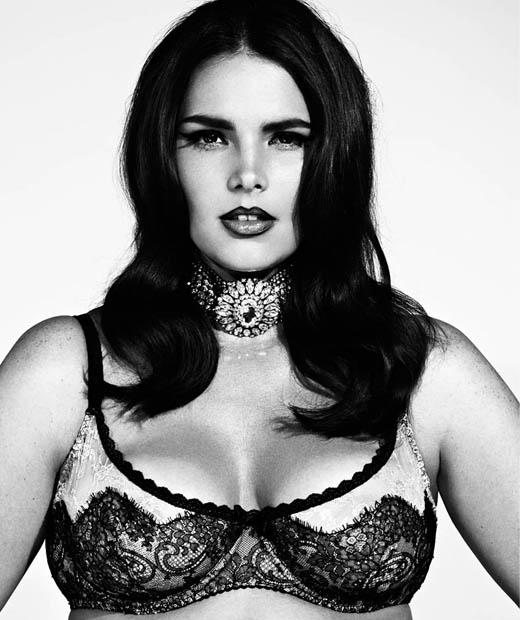 Candice Huffine pose en lingerie grande taille