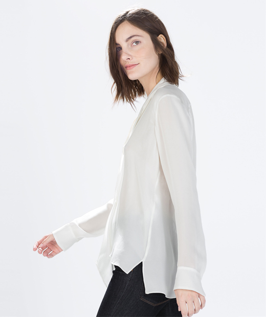 Chemisier en soie blanc de la nouvelle collection de Zara
