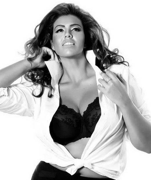 Kaoutar Mouhim est une mannequin lingerie grande taille très épanouie