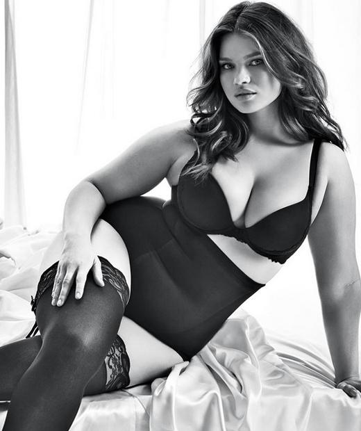 Tara Lynn pose en lingerie grande taille