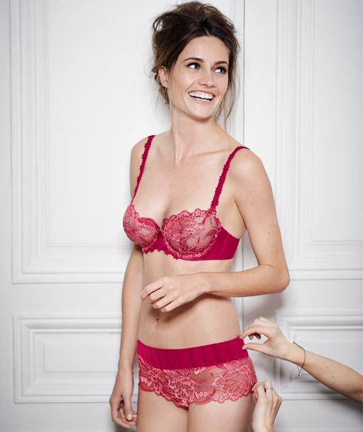Soutien-gorge rouge et shorty issus de la ligne Amour de Simone Pérèle