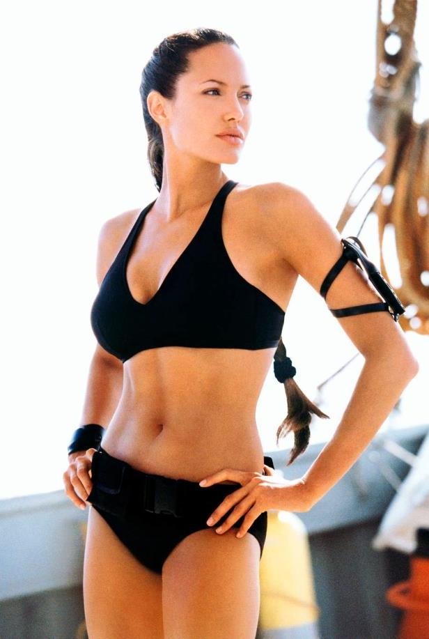 Angelina Jolie Bikini 76