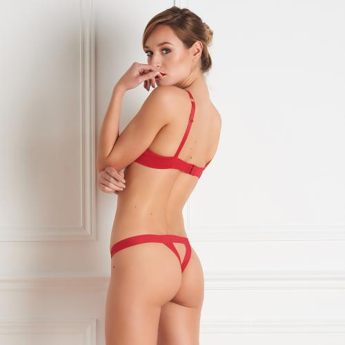 String ouvert Tapage nocturne Maison Close